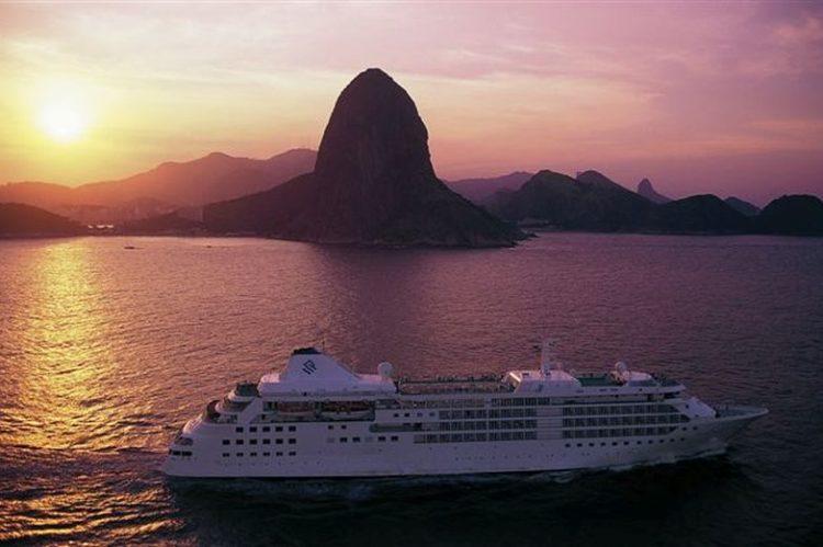 Silversea-no-Rio-de-Janeiro-P--o-de-A--ucar-em-baixa-750x499
