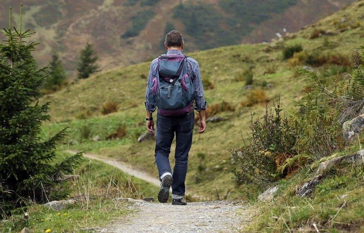 wanderer-backpack-hike-away-path-mountain-hiking-750x480